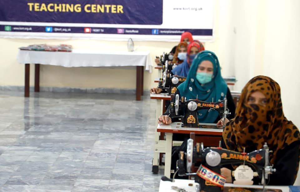 kort opening sewing machines training